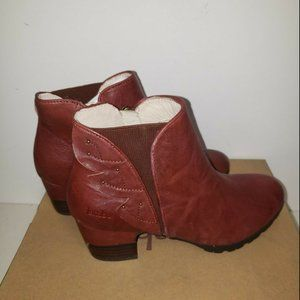 Jambu Womens Roma Ankle Bootie Size 7 New in box!